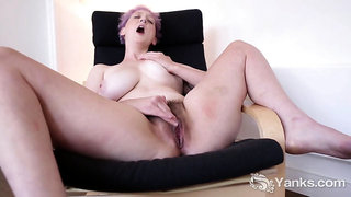 Yanks Babe Vera Blue Masturbating Her Hairy Snatch