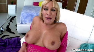 Hot white MILF with a huge ass gets fucked
