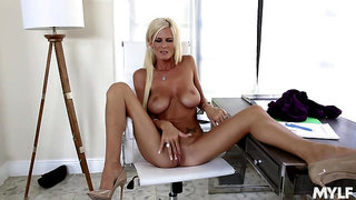 Busty solo mom plays with her pussy in marvelous modes