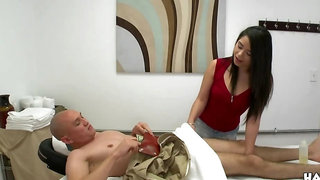 Black-haired Asian hottie gives a massage and a happy ending