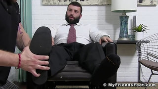Buff business stud cums rough after having his feet worshiped