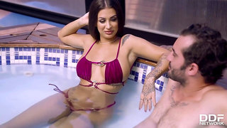 HandsOnHardcore - Susy Gala Poolside Pussy Workout