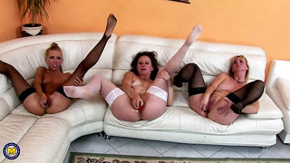 These mature sluts love their teeny sexpuss