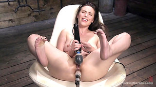 Deep fucking machine anal show off from a gorgeous model