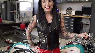 Squirting Biker Babe Fucks The Mechanic