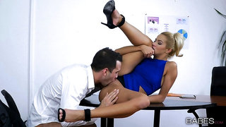 Office Latina MILF tries the new guy for a few spins