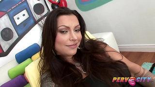 Hot nympho Nikita Denise is ready for spunk
