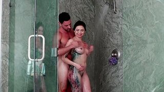 A hot bitch is getting her pussy rammed in the bathroom