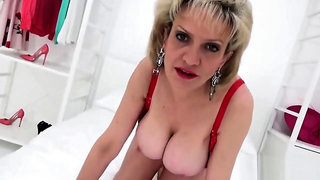 Unfaithful british mature lady sonia presents her heavy balloons