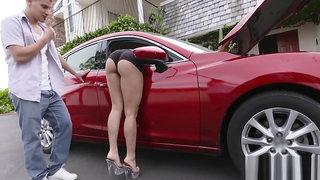Mena Mason in Twerking Contestant Gets A Tune Up