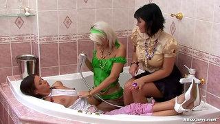 Champagne Bathtime