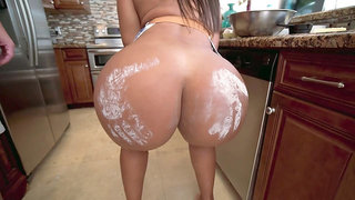 MILF Rose Monroe gets her big butt worshipped