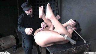 Flexible buxom whore with nice booty Jackie Ohh needs nothing but bondage