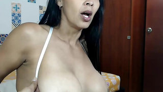 Venezuelan Housewife  Assdildoing and Putting Milk In Breasts