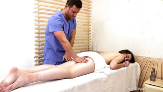Alta Sierra is having casual sex with her masseur, after she gave him a nice blowjob