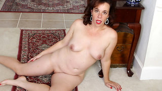 Not wearing underwear gets USA milf Sonnic turned on hugely