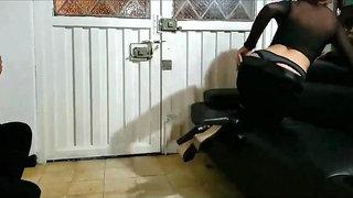 Lucky Pizza Delivery Guy Fucks Milf Spycam