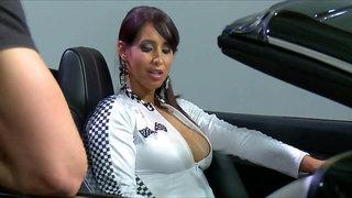 Isis Love, Car Show