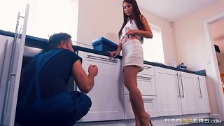Randy cheating wife gets face fucked and plowed by the repairman