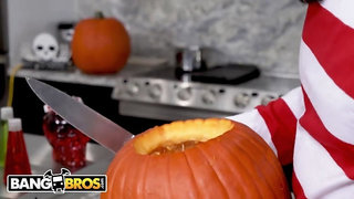 BANGBROS - Evelin Stone Gets To Suck On A Big Popsicle This Halloween