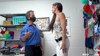 Slim MILF Sofie Marie Fucked By Shop Guard