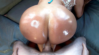 Big butt Colombian slut Sandra gets fucked doggystyle