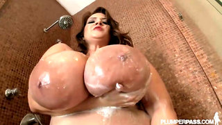 Wet Monster Juggs - obese BBW Maria Moore takes shower solo