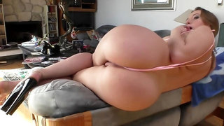 Big booty darling Harley Jade shows her curves on the couch