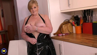 big beautiful housewife Jay showing off her big tits