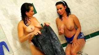 Tatiana Milovani is playing with Winnie