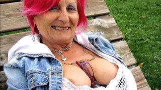 STUNNING WOMEN 23 (nice cleavage)