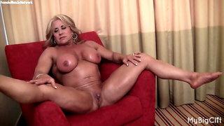Blondie mature muscle maven flash her big clittie