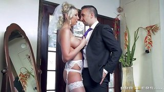 On her wedding day she gets banged by the best man