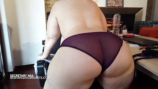 Heavy duty super stacked secretary with big tits